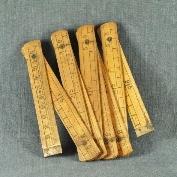 Mètre en bois – D 750