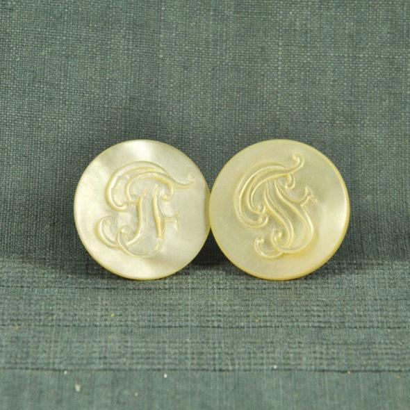 2 Grands boutons de col XIXe – ACC 350