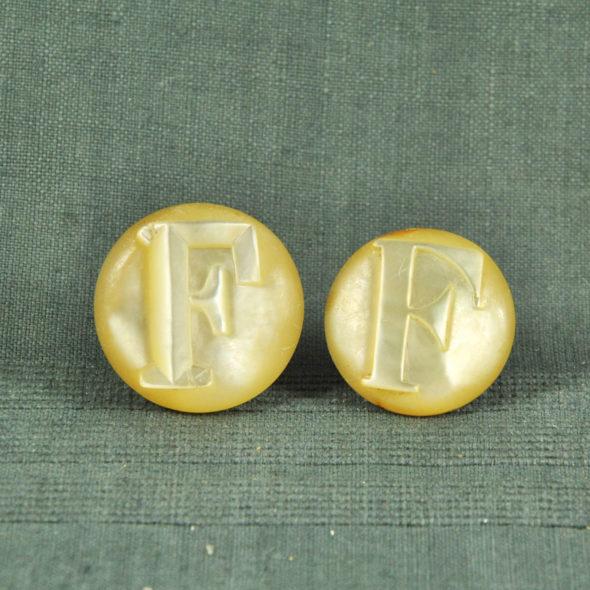 2Grands boutons de col XIXe – ACC 351