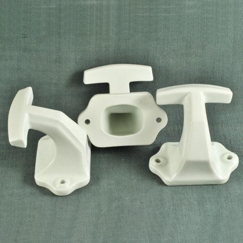 Crochets de salle de bain ca 1930 en porcelaine blanche T-155