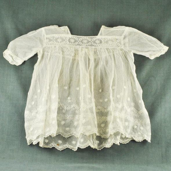 Robe bébé 1900 – L 975