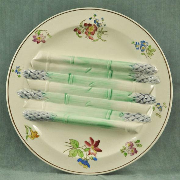 Assiette en barbotine 1900 Longchamp  – F 3222